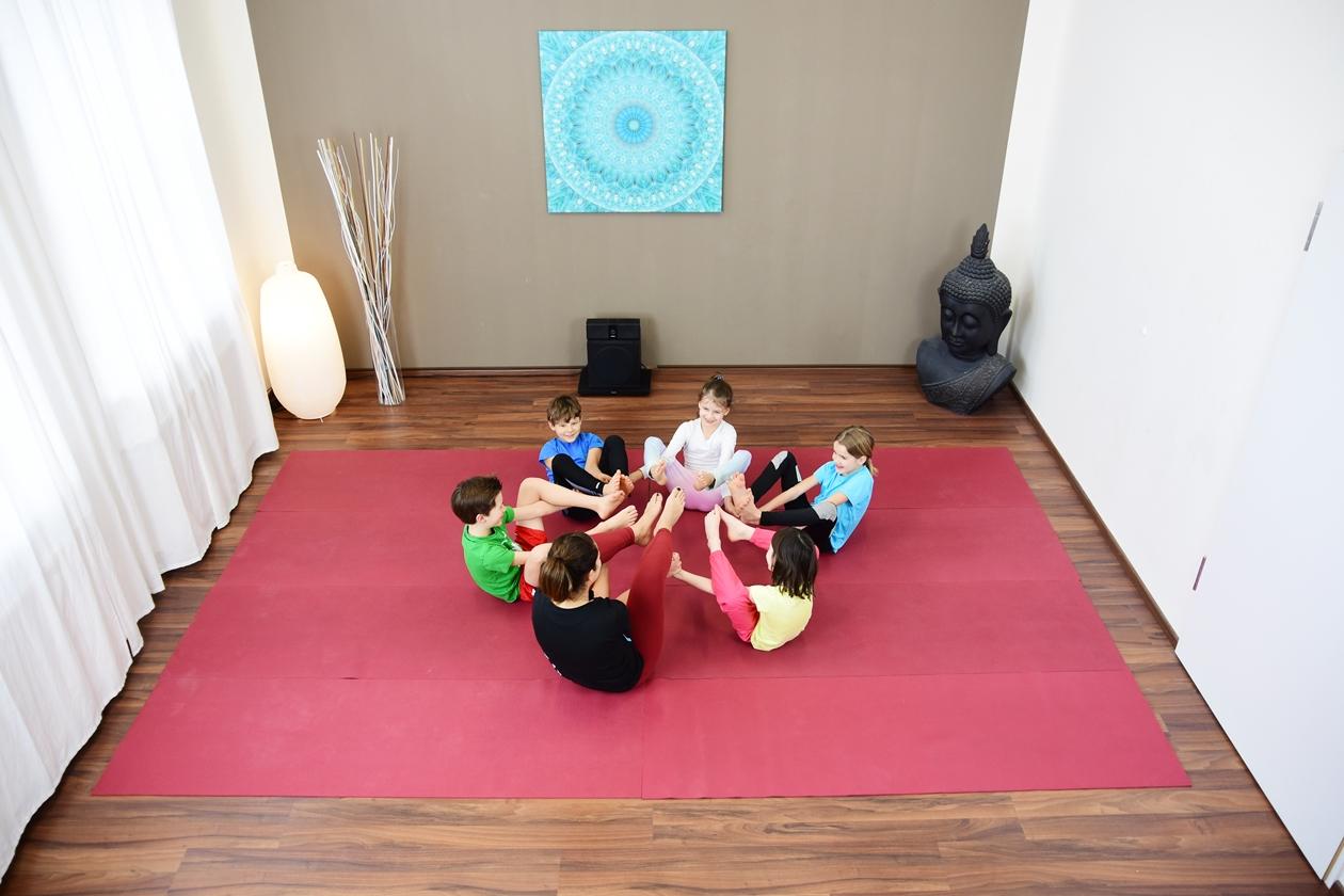 Gruppe 6-10 Jahre beim Yogakurs für Kinder