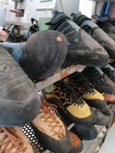 Gib Deine Kletterschuhe zur Reparatur und Neubesohlung bei kletterschuhe.de in der Boulderwelt ab